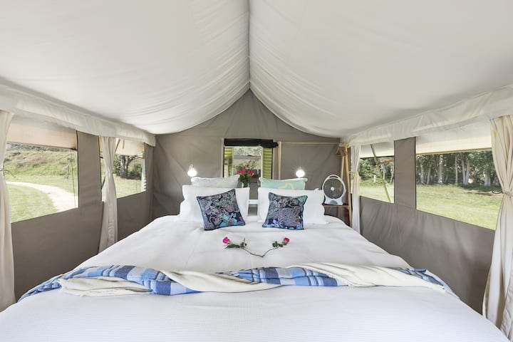 Glamping @ Byron Luxury Tent #4 with outdoor bath!