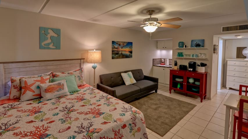 Studio 409 for YOUR Beach Getaway!  Pet Friendly