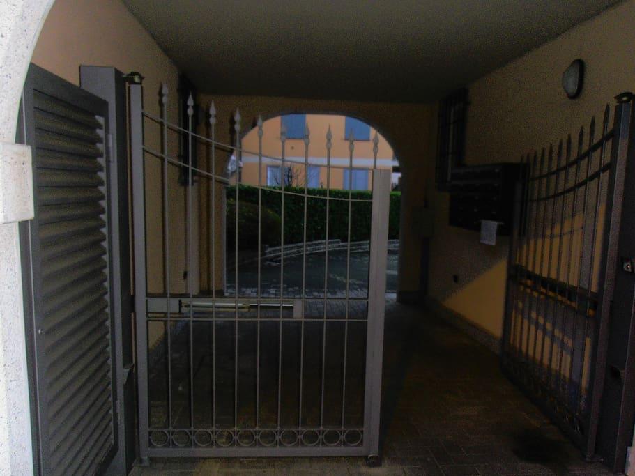 Entrata esterna palazzina