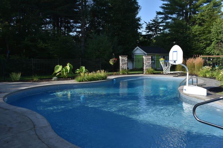 Minutes to Saratoga, Huge pool/pool house, 5Beds