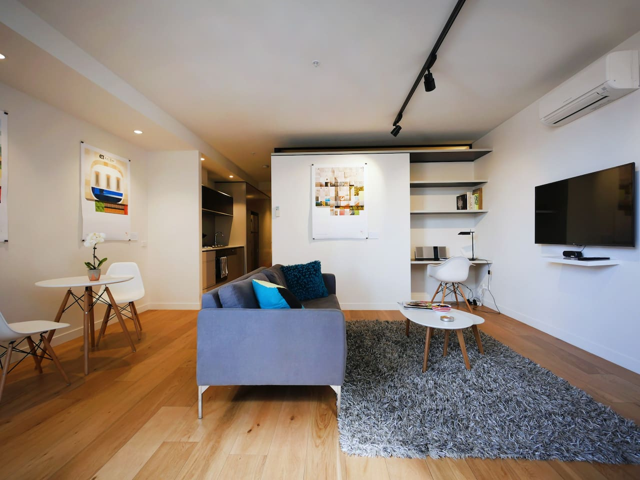 Light and fresh open plan living space set out like a private gallery