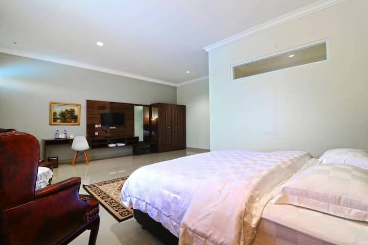 Executive Suite at Villa Aries Biru