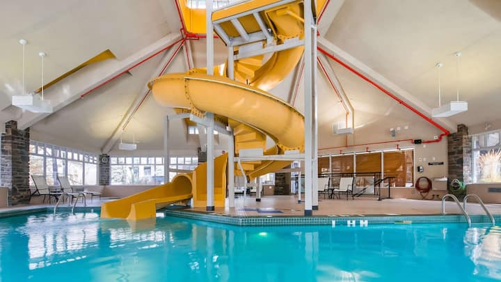 Amazing Value!! Cozy + Equipped Suite with FREE Breakfast, Pool and Waterslide On-Site