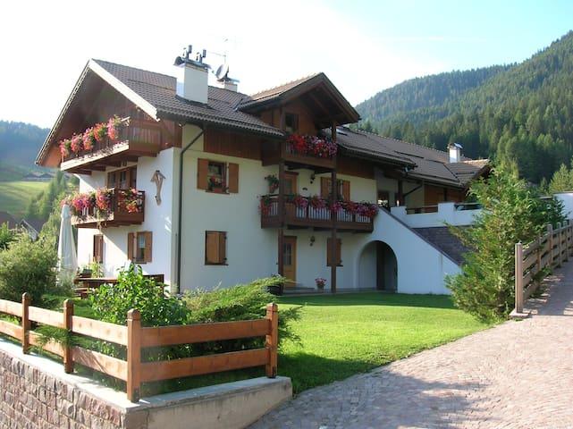 Villa Rita piano terra con giardino e terrazza