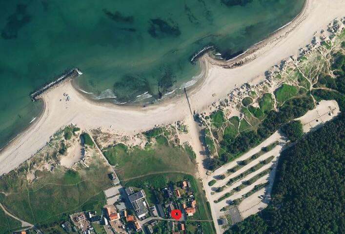 Dejligt lille sted med egen have,50 m fra stranden