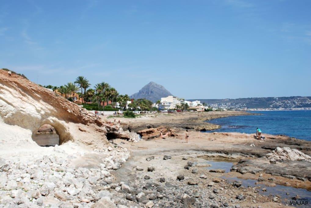 Vista desde la playa del Montgo