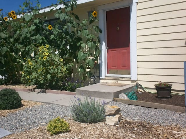 Basement Apt with Large Windows - Grand Junction - Huis
