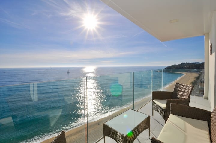 Apartment with a sea view, 50m from the beach