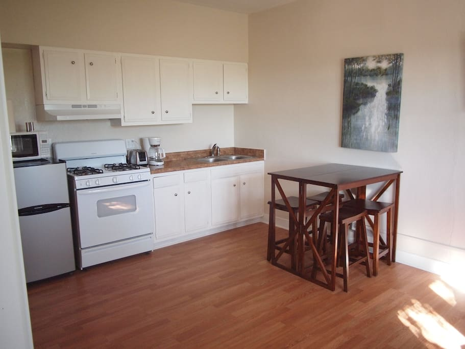 Kitchen / dining area 204