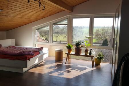 Loftwohnung mit Ausblick in idyllischer Lage