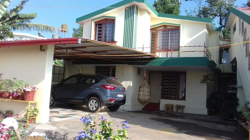 Priyadarshini -Tranquil Family Stay - Madikeri - Bed & Breakfast