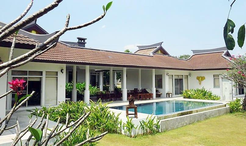 Luxury 4 bedroom with pool