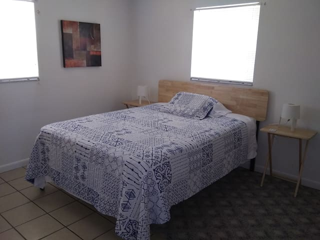 Ocean room  for one guest 5miles to CW beach