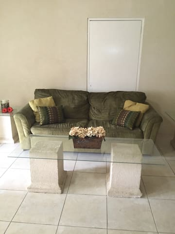 Large Apartment, Free Cable & Wifi