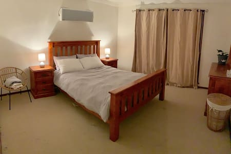 Comfortable Geraldton Home w/big BR + 8min to Town