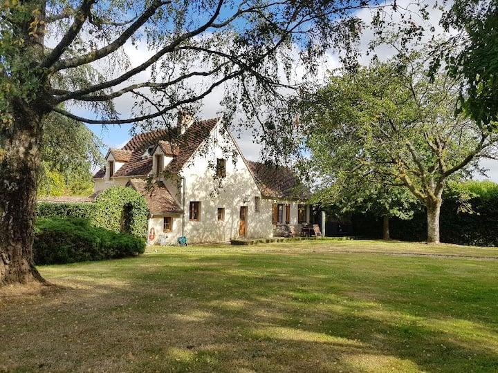 Maison traditionnelle rénovée & grand jardin clos
