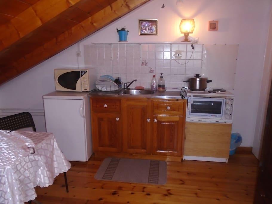 Κουζινάκι και ψυγείο
