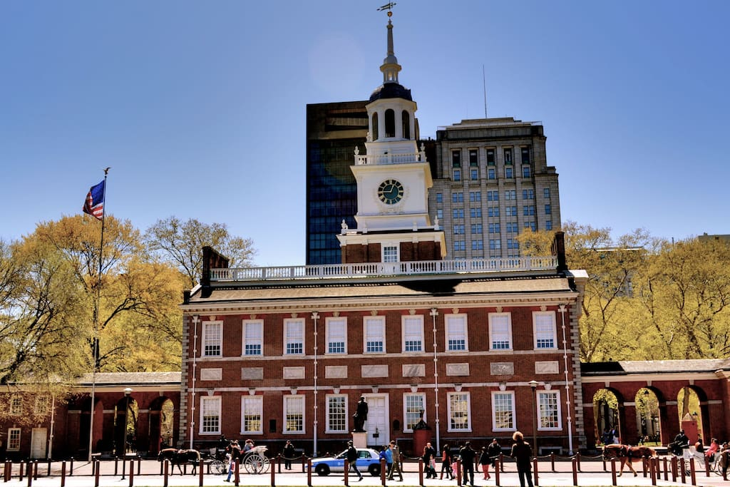 Independence Hall fewer than 10 minutes away by foot.