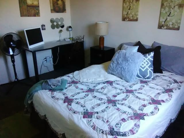 A comfy place to sleep near frwy,  UNR & Downtown