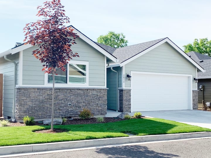 Brand NEW Portland Home - Minutes from Airport!
