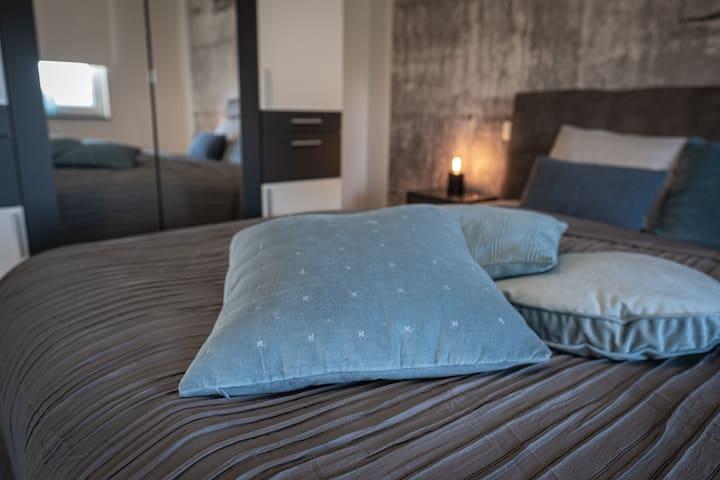 Schlafzimmer 1 Deko