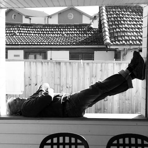 Sieste sur la terrasse couverte
