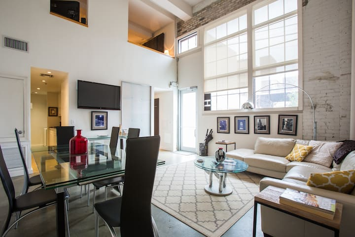 HOT! Warehouse District Loft! (LICENSED)