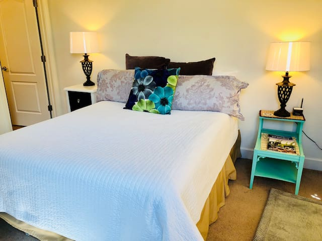 Very private guest suite with your own lock and keys. Queen Bed with two nightstands and lamps.