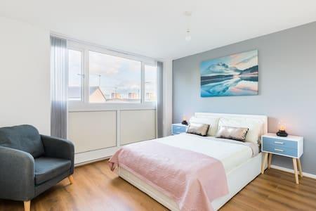 Birmingham City stay, 4 bedroom+ensuite+f-parking