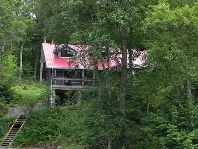Log cottage in North- Ontario- need boat or canoe