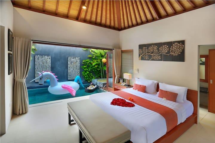 Villa Romantis dengan Private Pool di Legian - Kuta