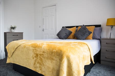 Modern luxury ensuite double rooms in central Mbro
