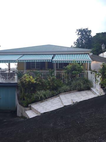 Maison  de type F3,  coquette et confortable - Petit Bourg - บ้าน