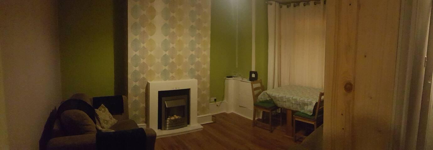 Large room close to Wolverhampton centre