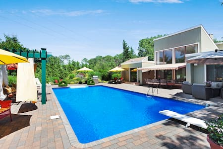 Peaceful Hamptons Retreat! 5 Bed+Pool - Sleeps 10!