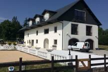 La ferme Manoir de Dubourvieux vous offrira le confort et la modernité dans un cadre imposant digne d'un manoir