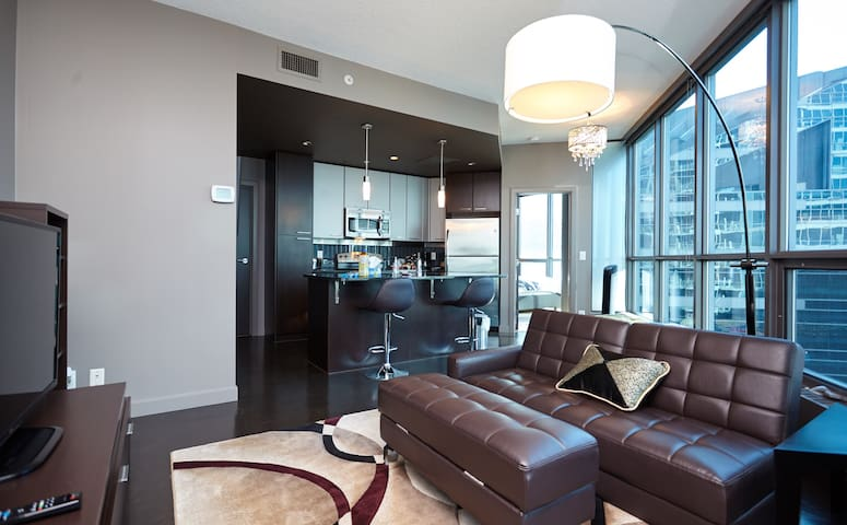 Beautiful Downtown Condo with Parking - Calgary - Ortak mülk