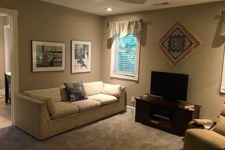 The Suite Retreat in North Indy - 인디애나폴리스