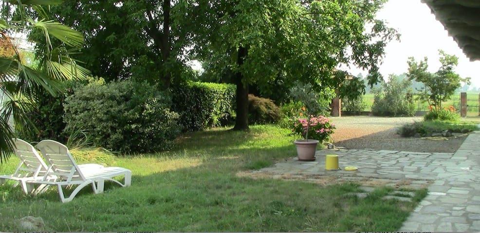 Una cascina immersa nel verde - Massazza - Casa