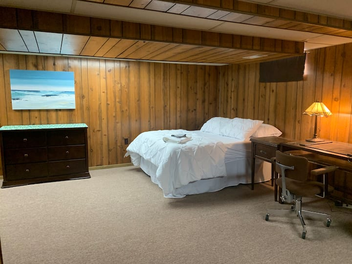 Cozy, Spacious Room and Den with Private Bathroom