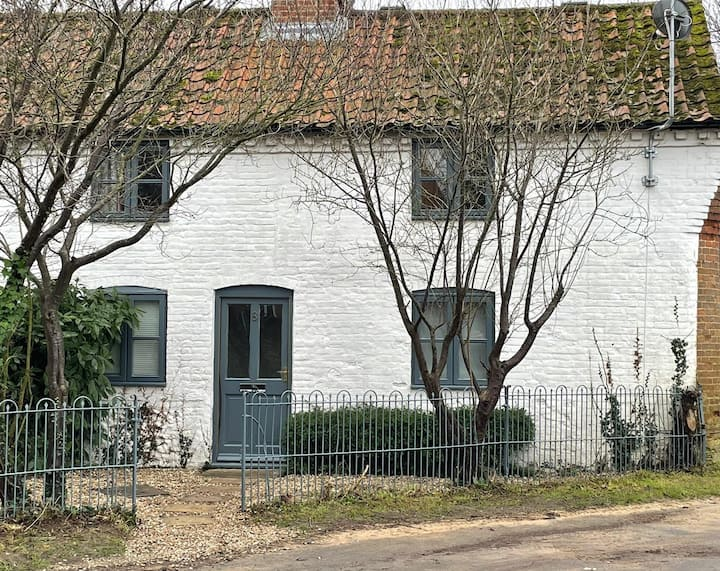 Cosy 2 bedroom dog friendly cottage