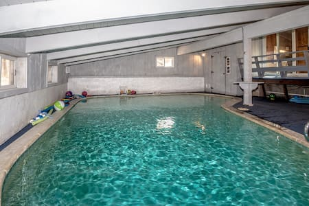 Private Indoor Heated Pool 6 Bdrms - sleeps 16 - Huis