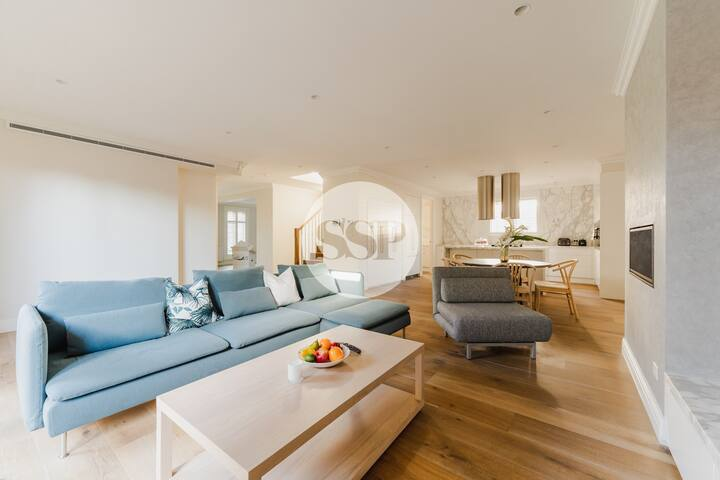 Hampton Mews - lux 4 bedroom house with 2 car park