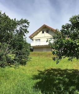 Chalet Gerardmer proche centre calme et verdure - Gérardmer - 牧人小屋
