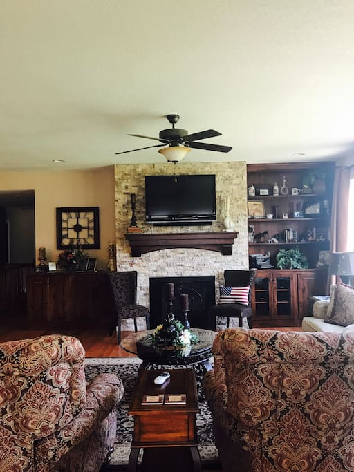 Open concept living, dining and kitchen. Great for large family gatherings