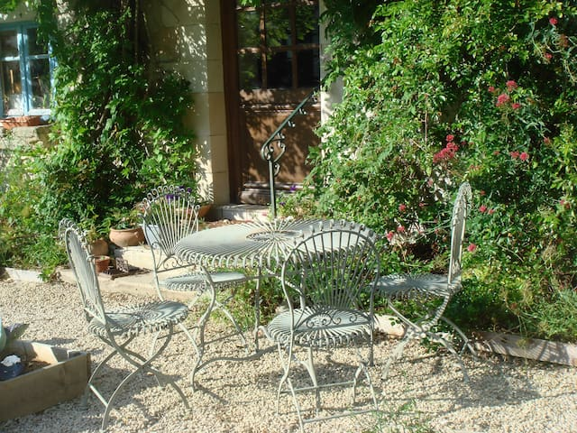 Gatebourse, agréable maison XVIIè - Braye-Sous-Faye - Bed & Breakfast