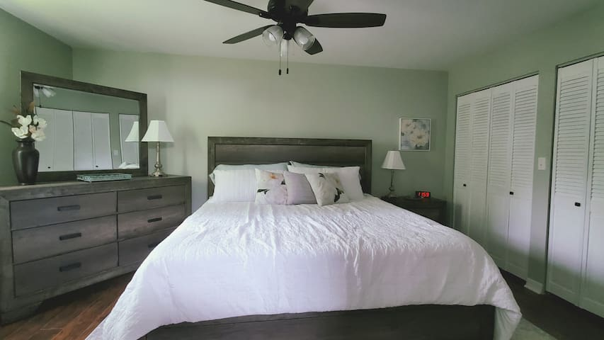 """King size bed in Master bedroom, the """"Magnolia Room"""""""
