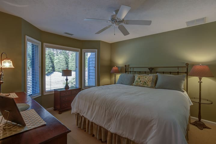 2nd bedroom has another king bed, soft comfortable sheets and hypoallergenic pillows.