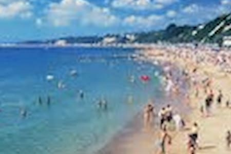 Stones throw away from beach, park and town centre - Poole - Huoneisto