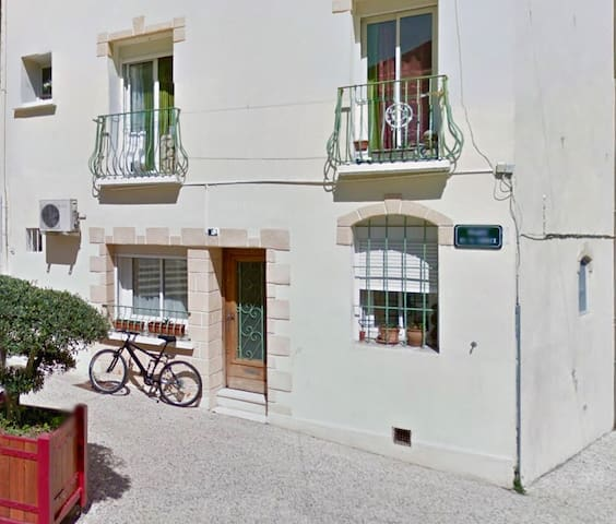 House/apt.in the heart of St Georges d'Orques.